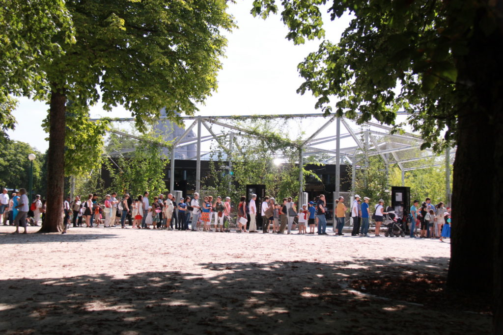 entrance Paris zoo